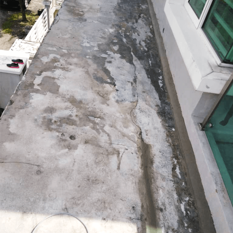 Hairline cracks and mould growth are a common issue on concrete flat roofs that would lead to water leakage problems.